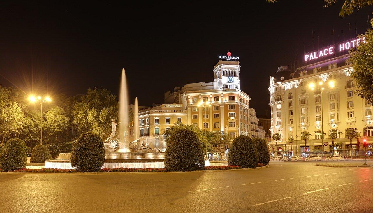 Мадрид. Площадь Кановас-дель-Кастильо (Plaza de Cánovas del Castillo)