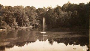 Вид пруда в парке имения графа Сиверса.