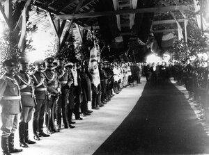 Церемония открытия выставки на перроне.