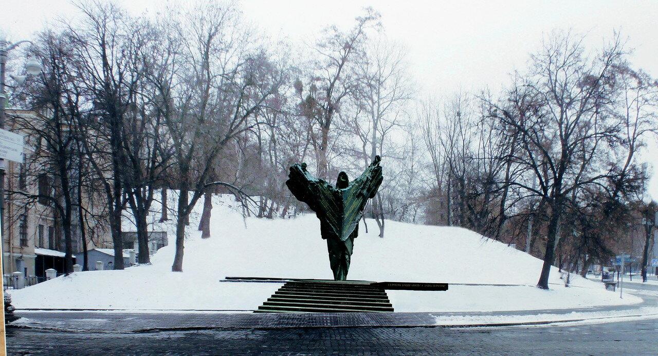 Памятник на Грушевского