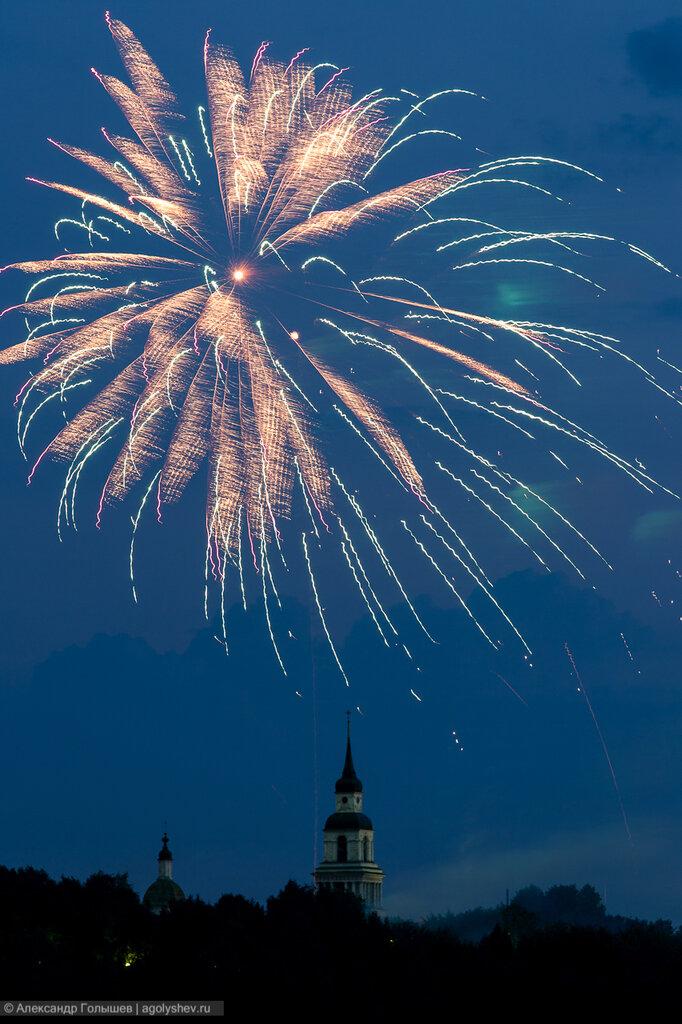 Праздничный фейерверк в Слободском