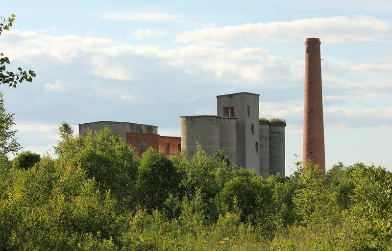 Завод недалеко от станции Осуга, подъездной путь разобран