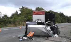 В Приморье грузовик столкнулся с микроавтобусом: один человек погиб, пятеро пострадали
