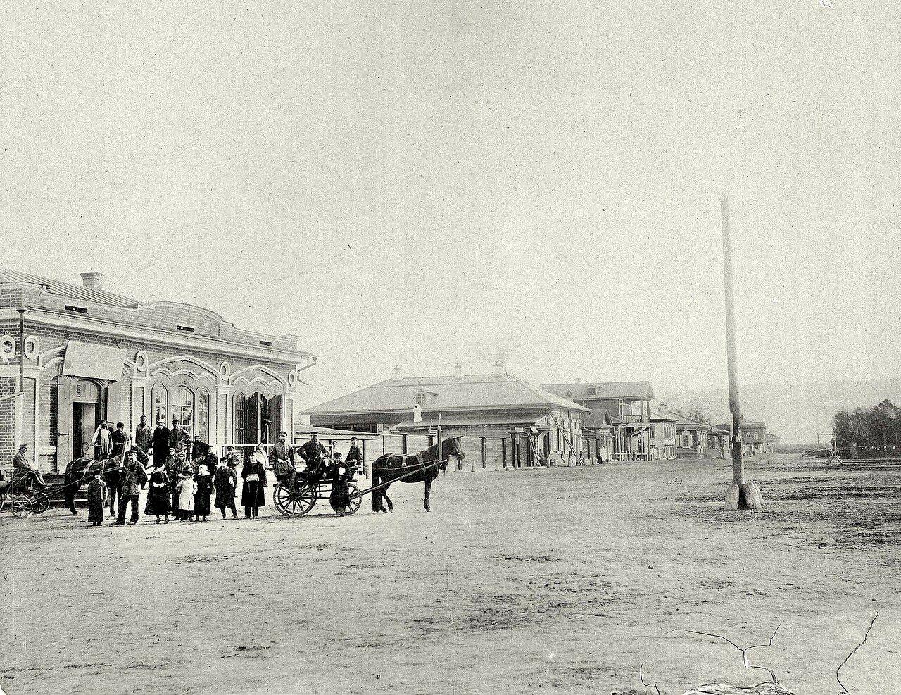 Фрагмент угла Новообазарной площади с перспективой западной стороны ул. Воскресенской от улицы Садовой на юго-запад