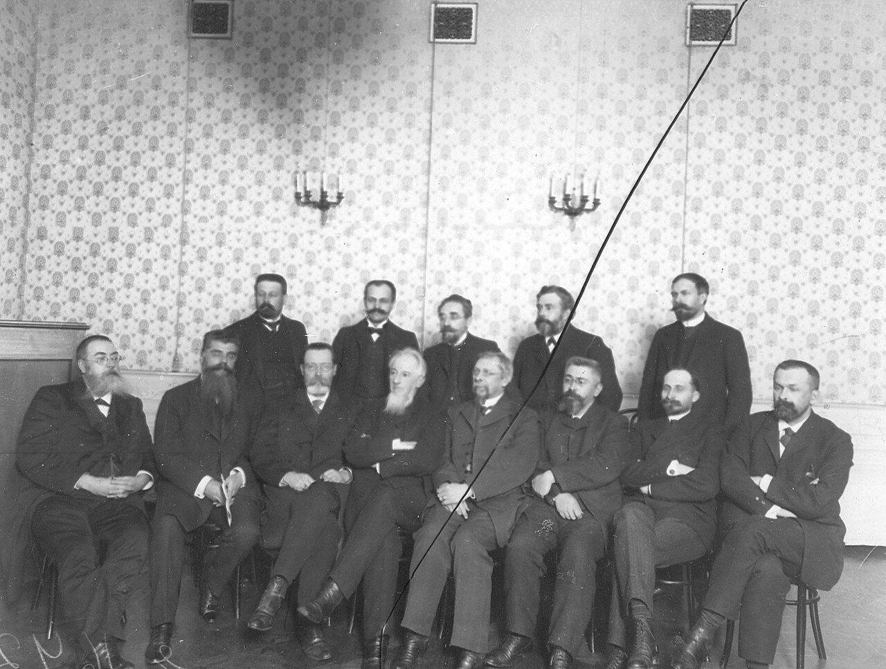 Группа депутатов Третьей Государственной думы. В центре группы Г.А. Гайден, Н.Д. Гайдак, второй слева - Стахович и другие