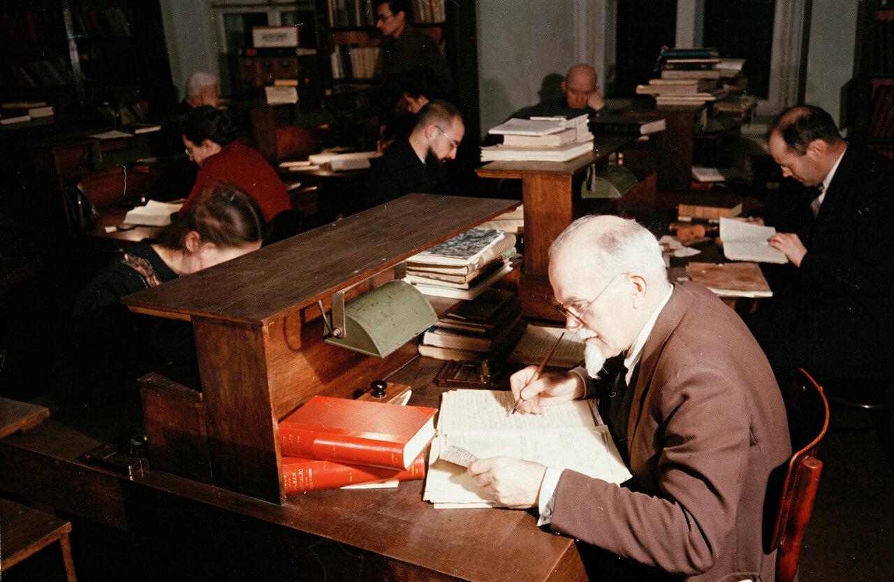 В отделе рукописей Ленинской библиотеки