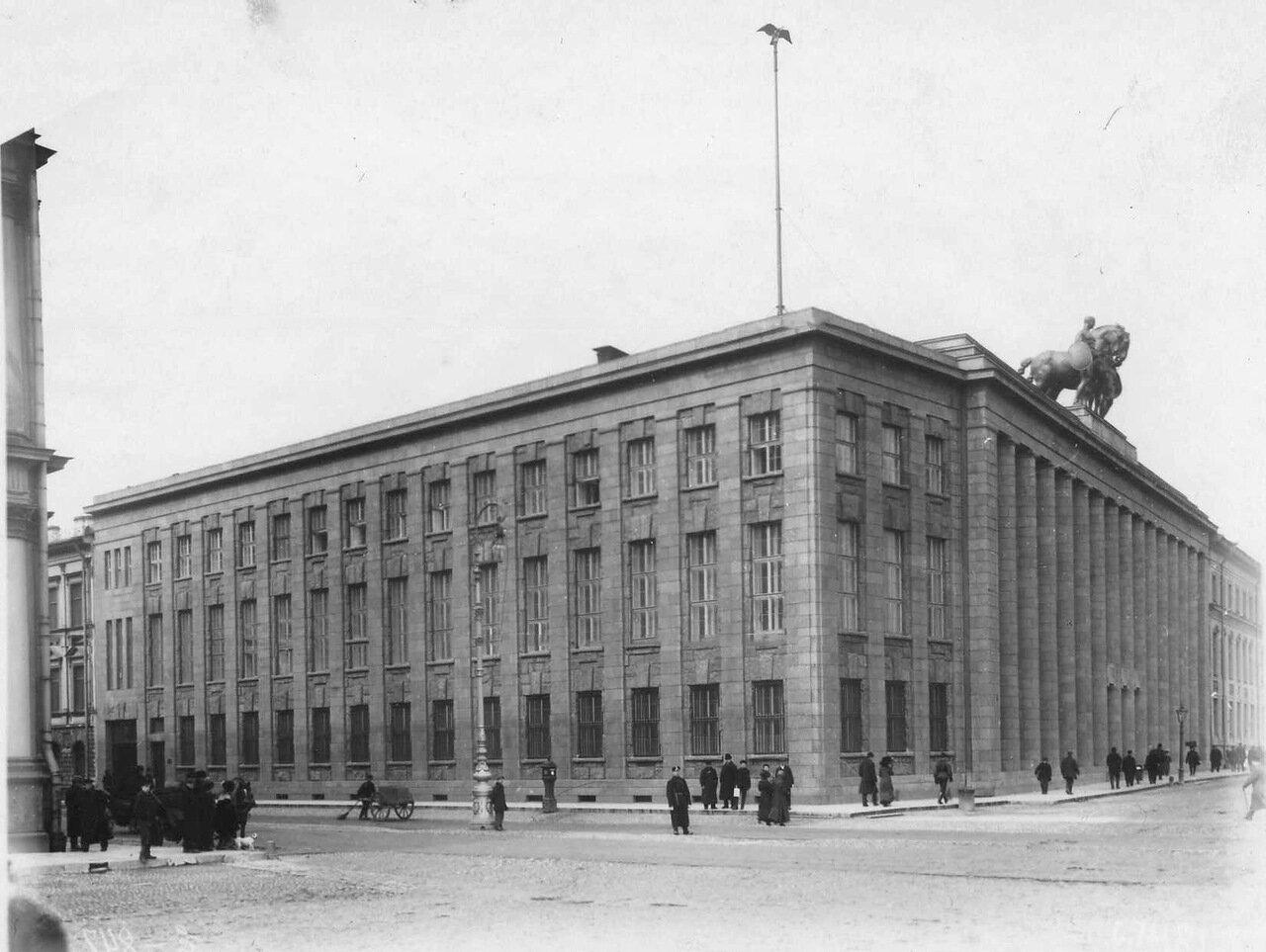 16. Фасад здания посольства. (арх.П.Беренс, 1911 - 1913). 1913