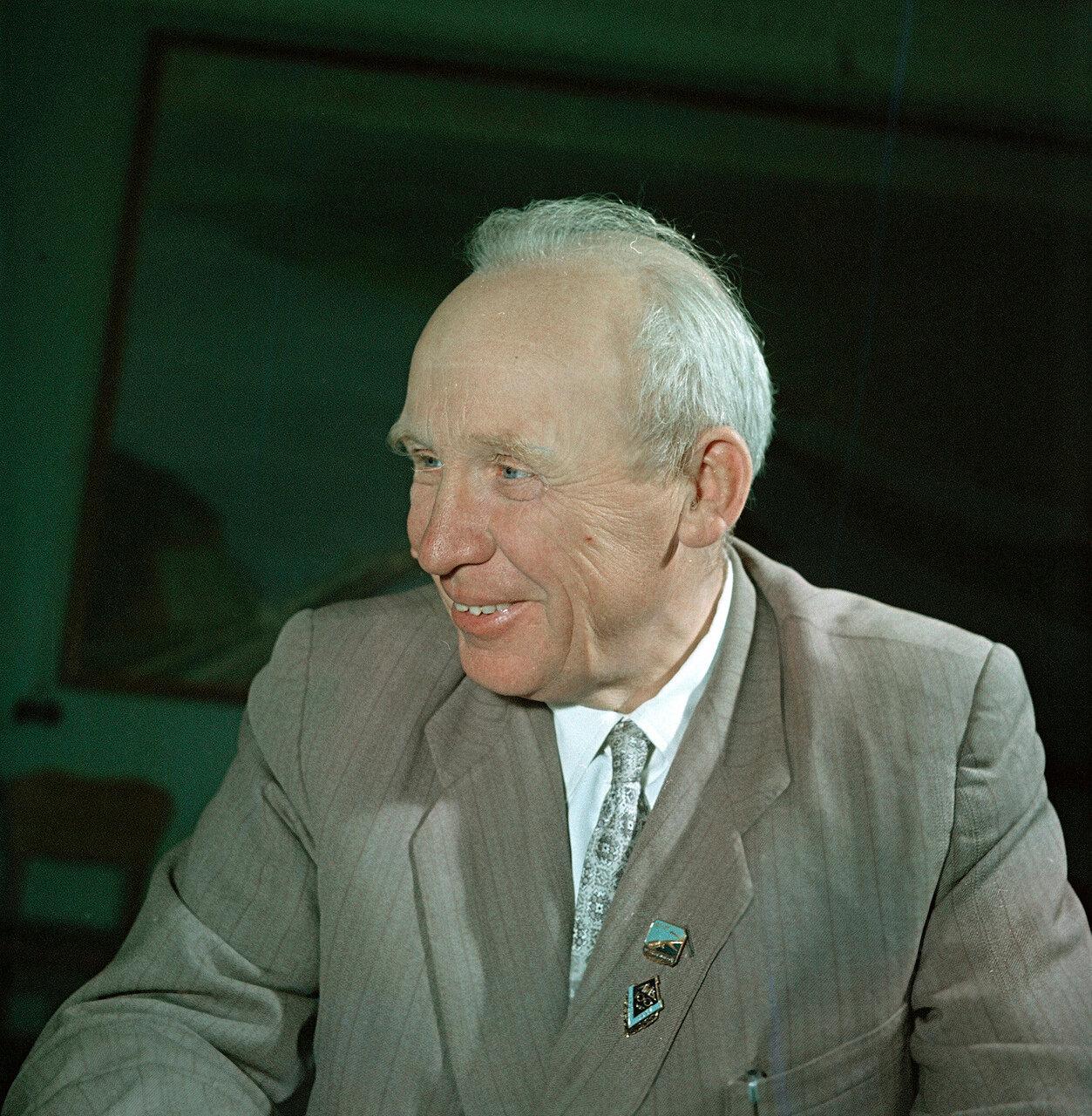 Герой Социалистического Труда, главный инженер строящейся Куйбышевской ГЭС Разин