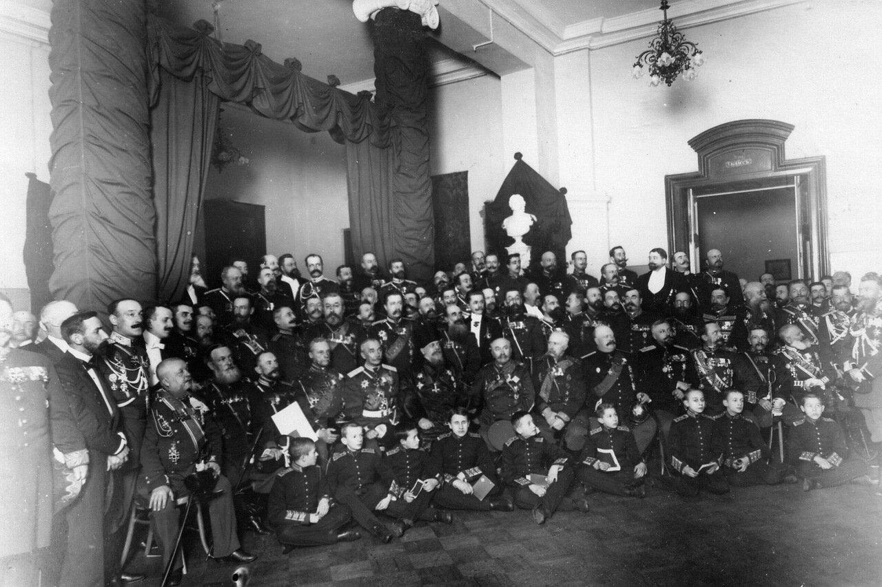 12. Старшие воспитанники корпуса и пажи младших классов в день 100-летнего юбилея корпуса