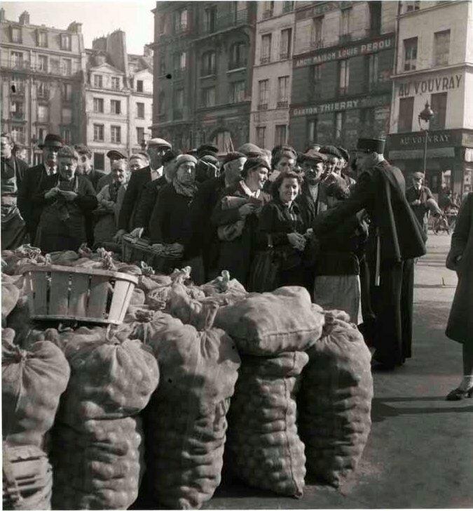1944. Распределение картофеля