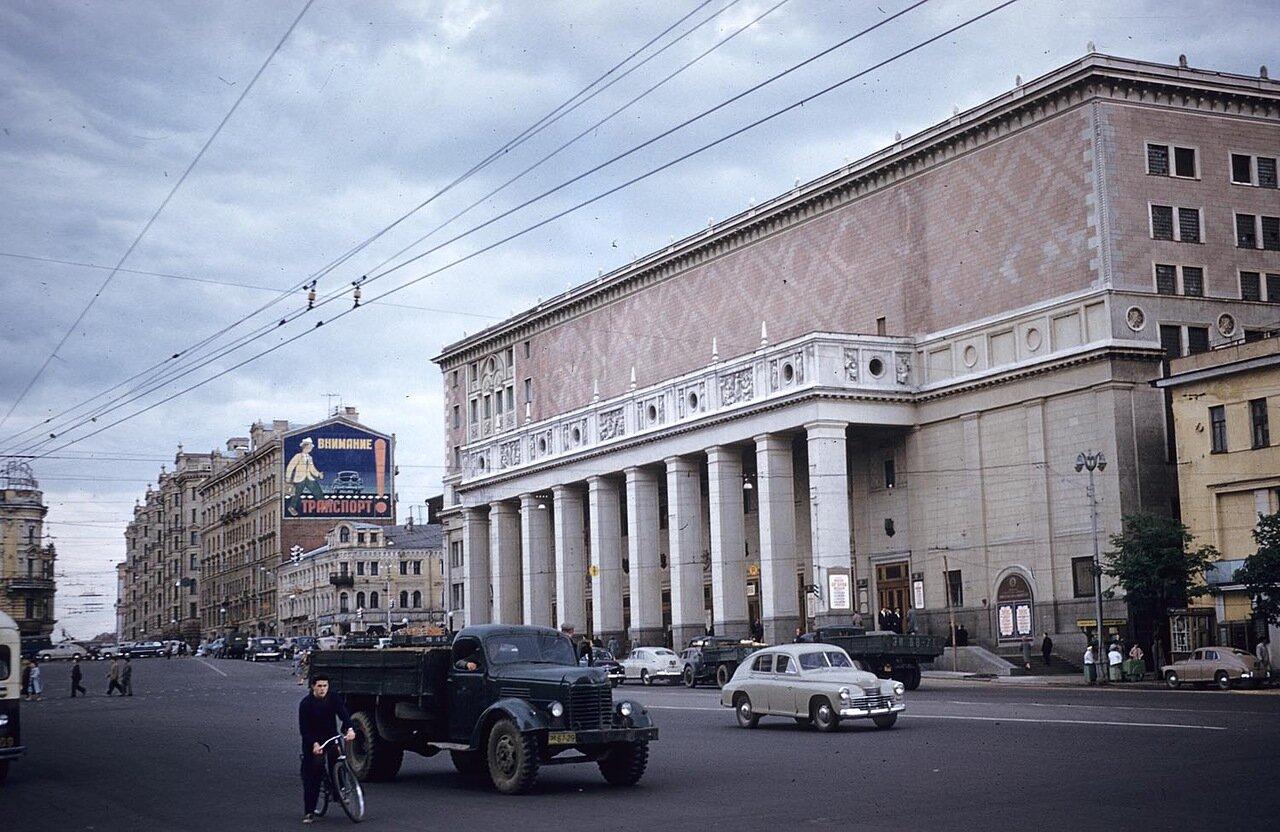 17. Площадь Маяковского