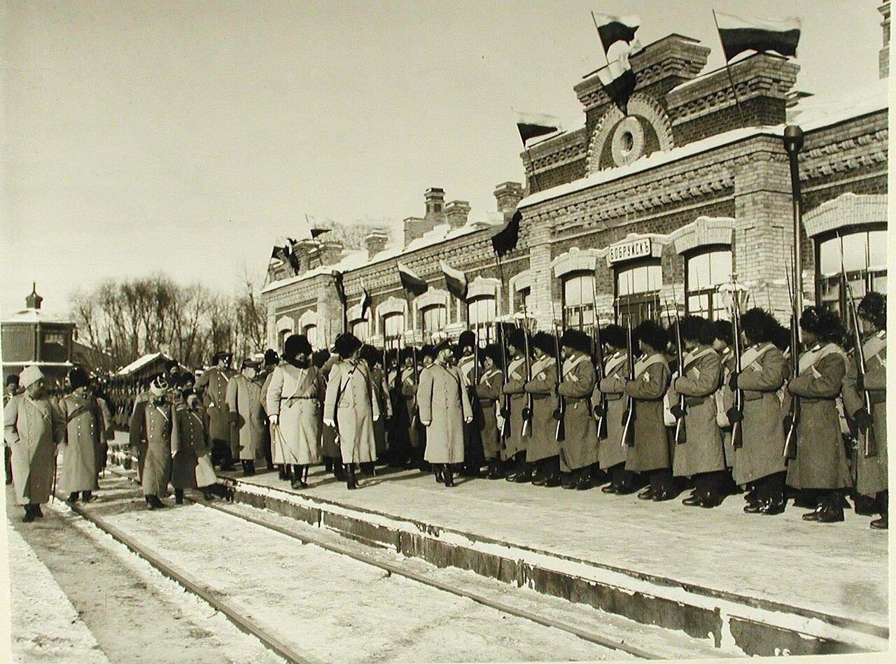 02. Император Николай II обходит строй солдат 159-го Гурийского и 160-го Абхазского полков по прибытии на смотр