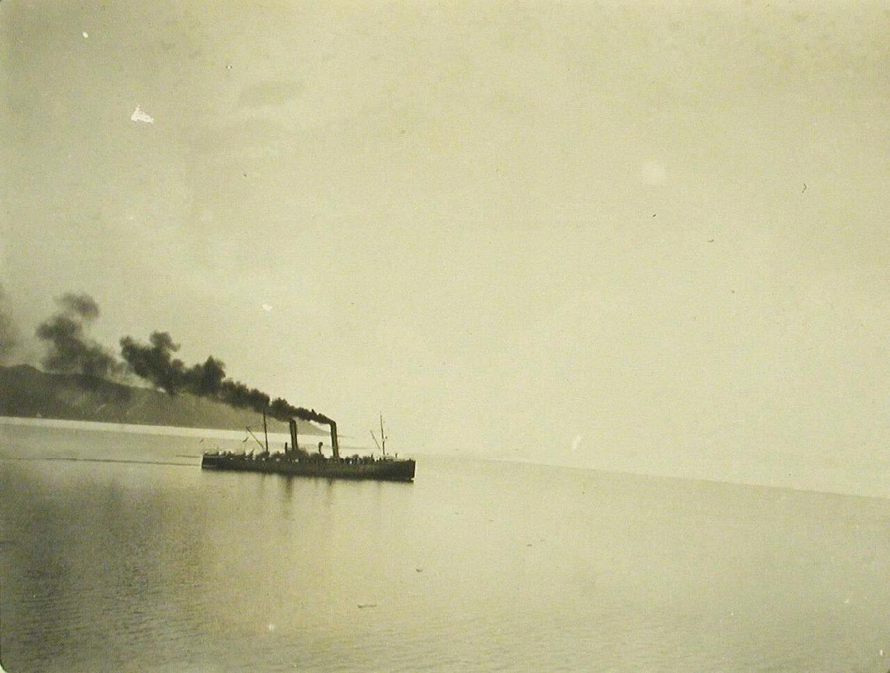 34. Вид одного из ледоколов на озере после начала навигации