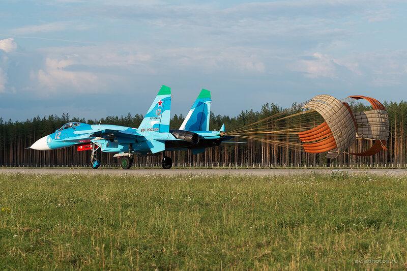 Сухой Су-27П (RF-92408 / 12 красный) D806678e