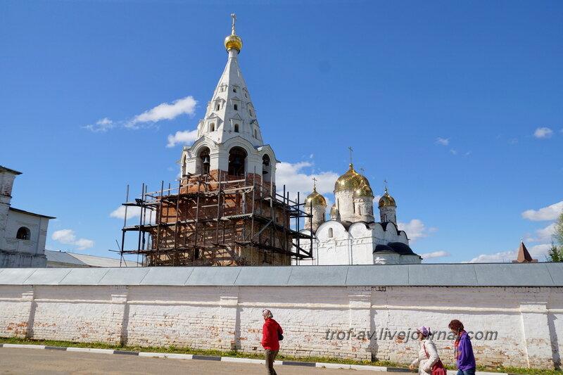 Колокольня с усыпальницей рода Савеловых, Можайский Лужецкий Ферапонтов мужской монастырь
