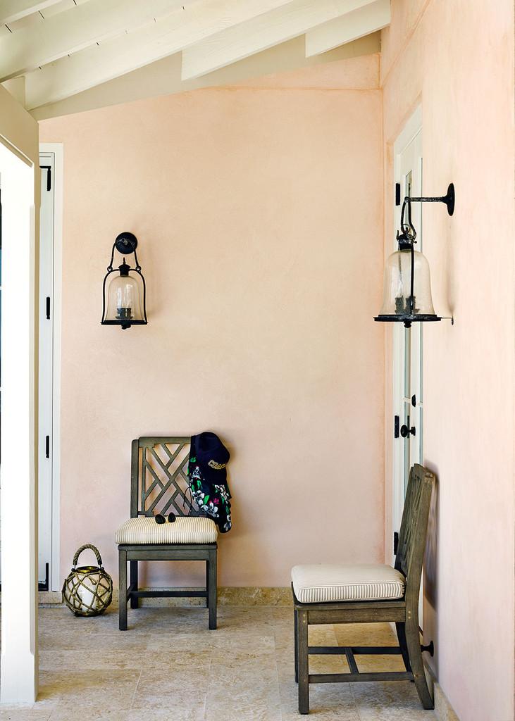 терраса, стулья, 2 фонаря