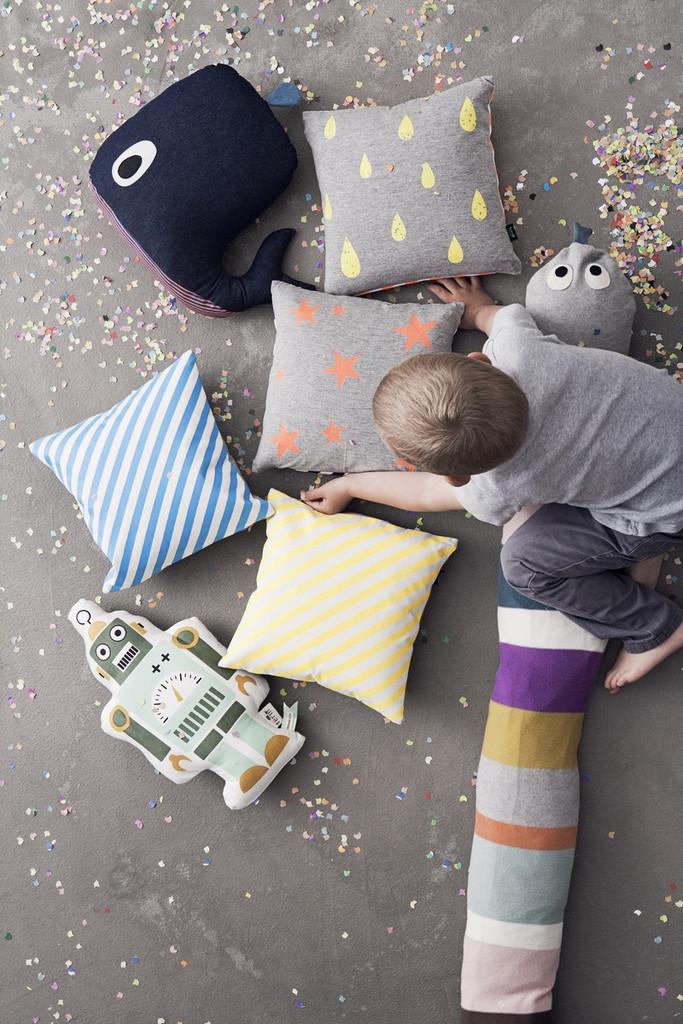 детские подушки, ребенок, фото сверху