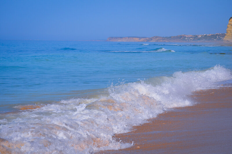 океан небесного цвета