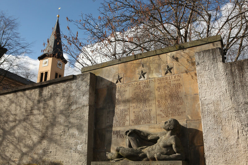 Мемориал павшим немецким солдатам в городке Нидерау в Саксонии