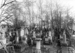 Вид части Лазаревского кладбища Александро-Невской лавры.