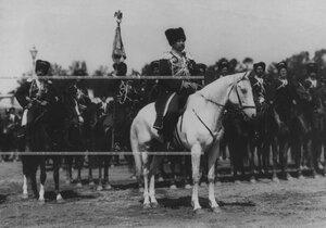 Командир конвоя, генерал-майор , граф Александр Николаевич Граббе перед строем конвоя  во время парада.