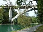 Начало прогулки по правому берегу реки Ааре вверх по течению в сторону парламента. С этого моста я спустился к воде.