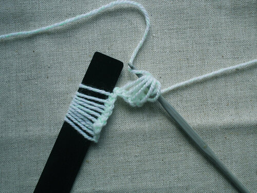 Вяжем крючком в технике брумстик