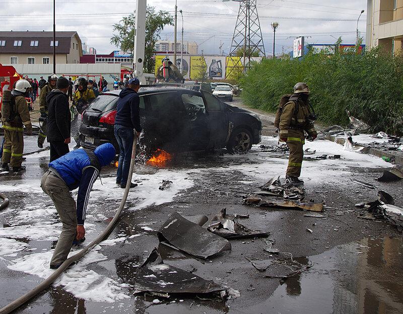 Загораются автомобили