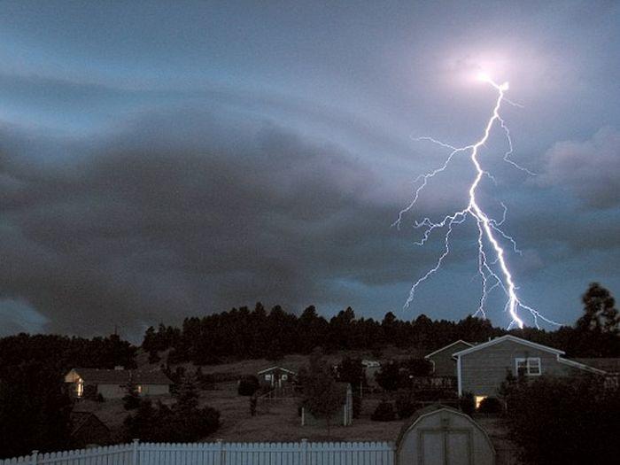 Красивые фотографии молний в самых разных местах и ситуациях 0 a551f 27eec6d3 orig