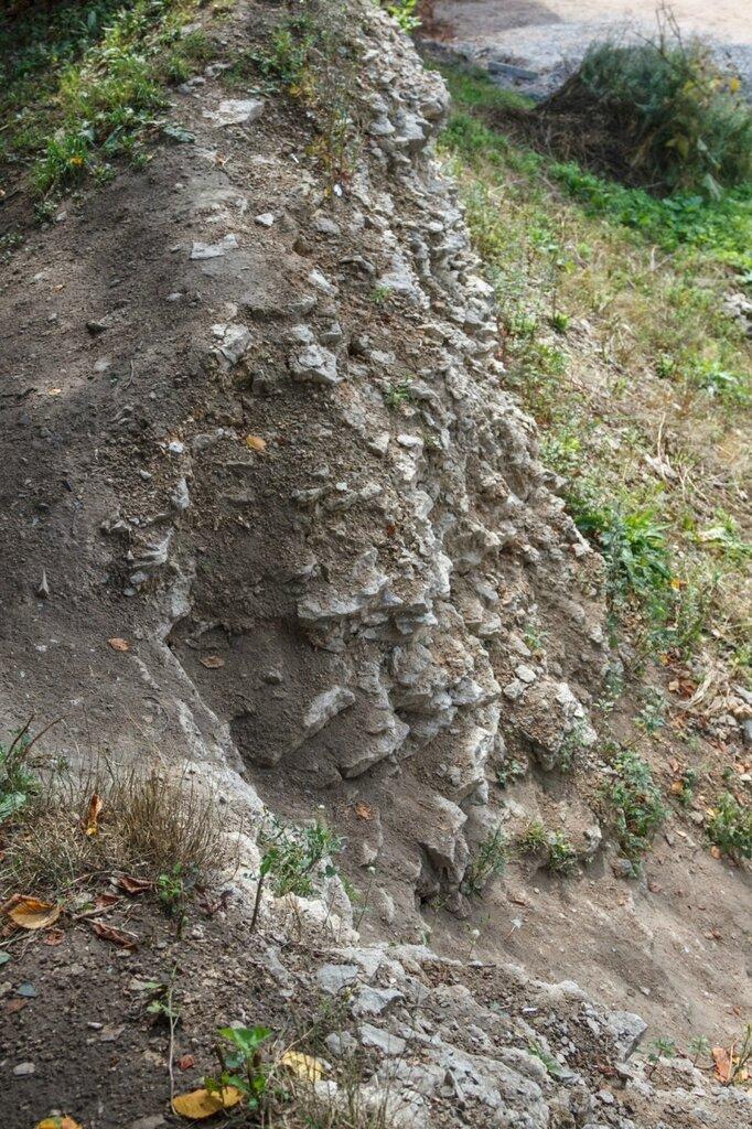 Камни в основании крепостной стены, Псков
