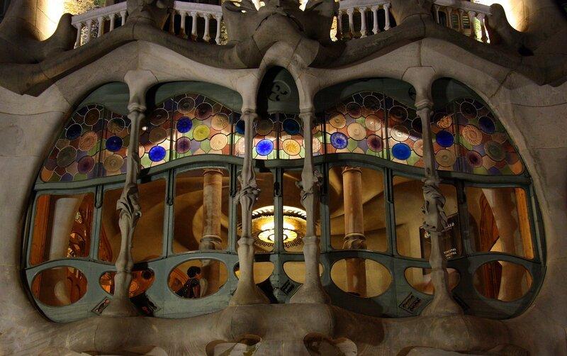 Окно гостиной ночью 2. Casa Batlló