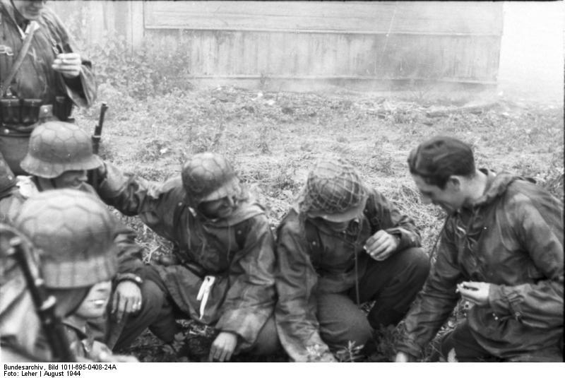 Warschauer Aufstand, Soldaten bei Besprechung