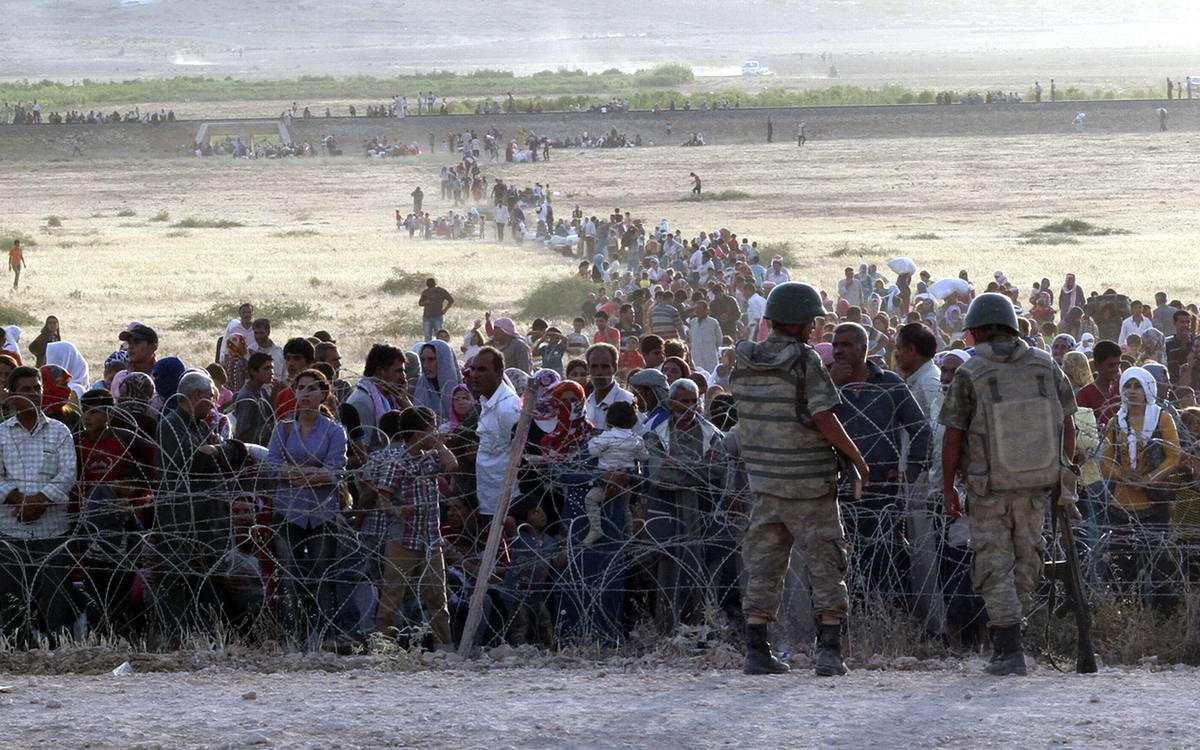 Сирийские курды массово бегут на территорию Турции от преследований боевиков ИГИЛ