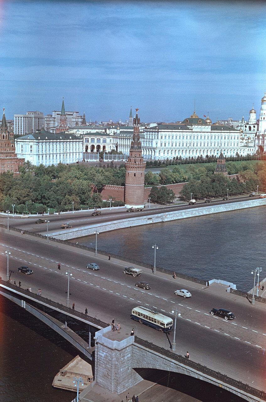 Вид на Кремль из Дома Правительства