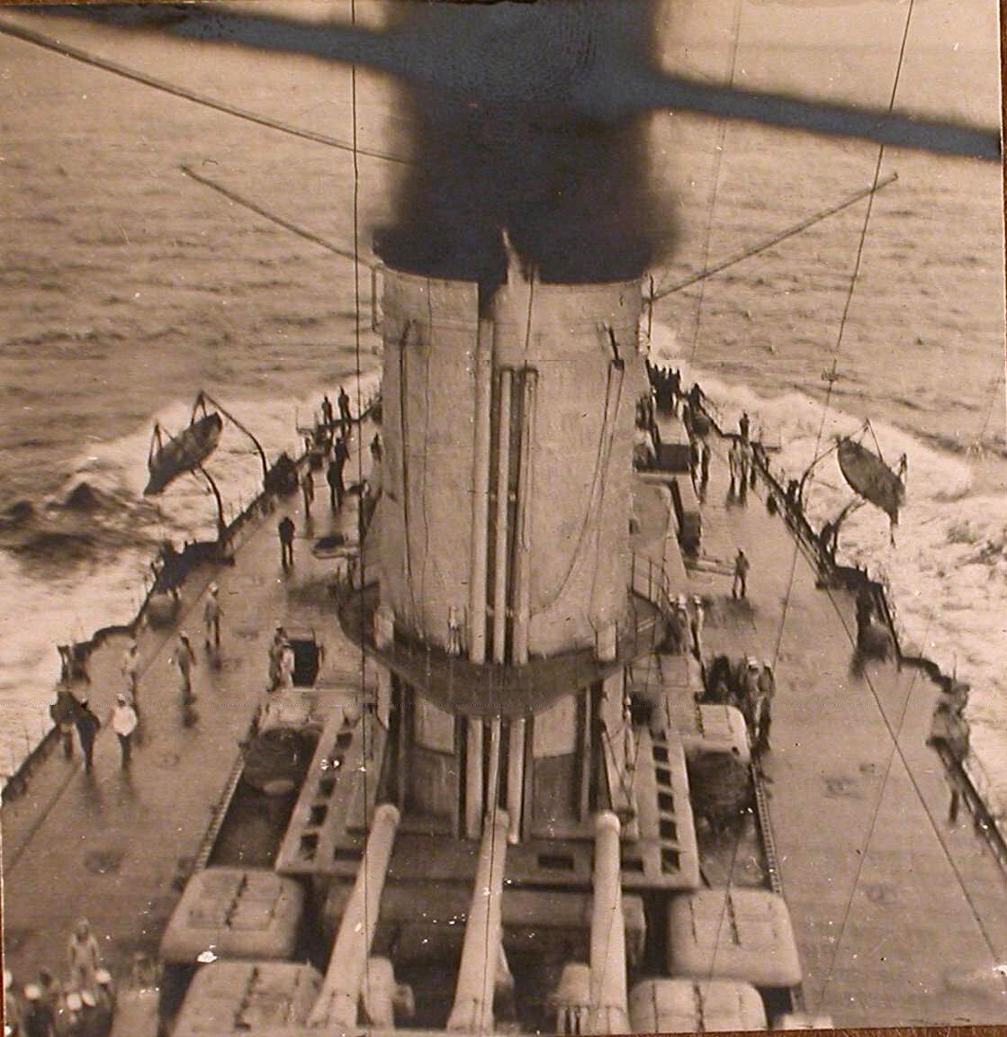 27. Вид части палубы и трубы линейного корабля