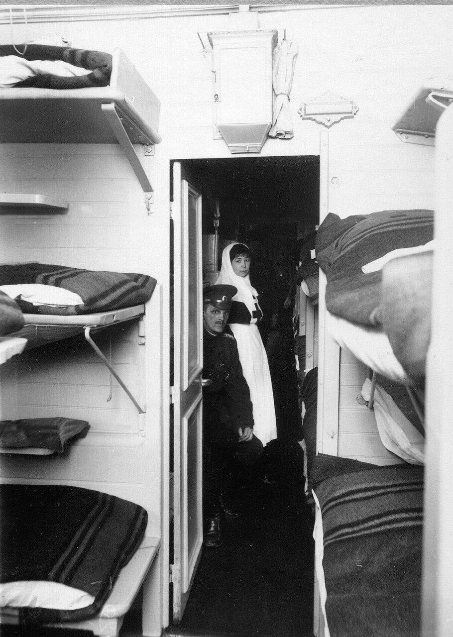 02. Внутренний вид вагона-палаты санитарного поезда