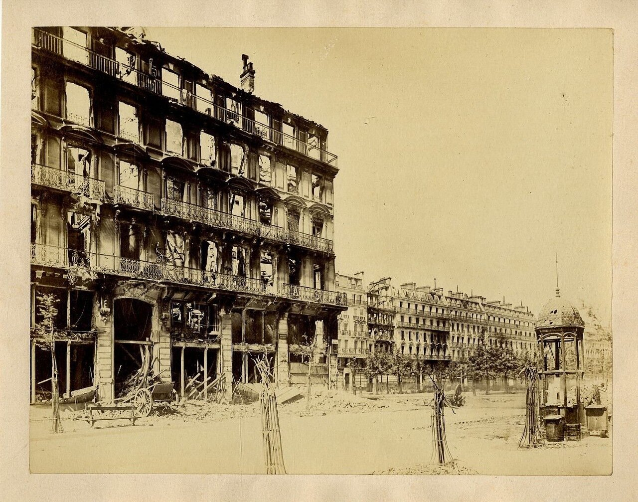 Разрушения на бульваре Вольтера