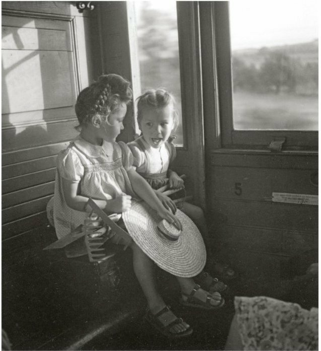 1945. Девочки в поезде