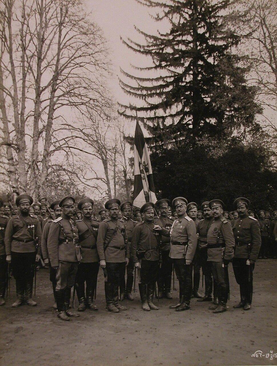 18. Командир 24-го армейского корпуса генерал от кавалерии Цуриков(пятый справа) во время награждения бойцов Георгиевскими крестами