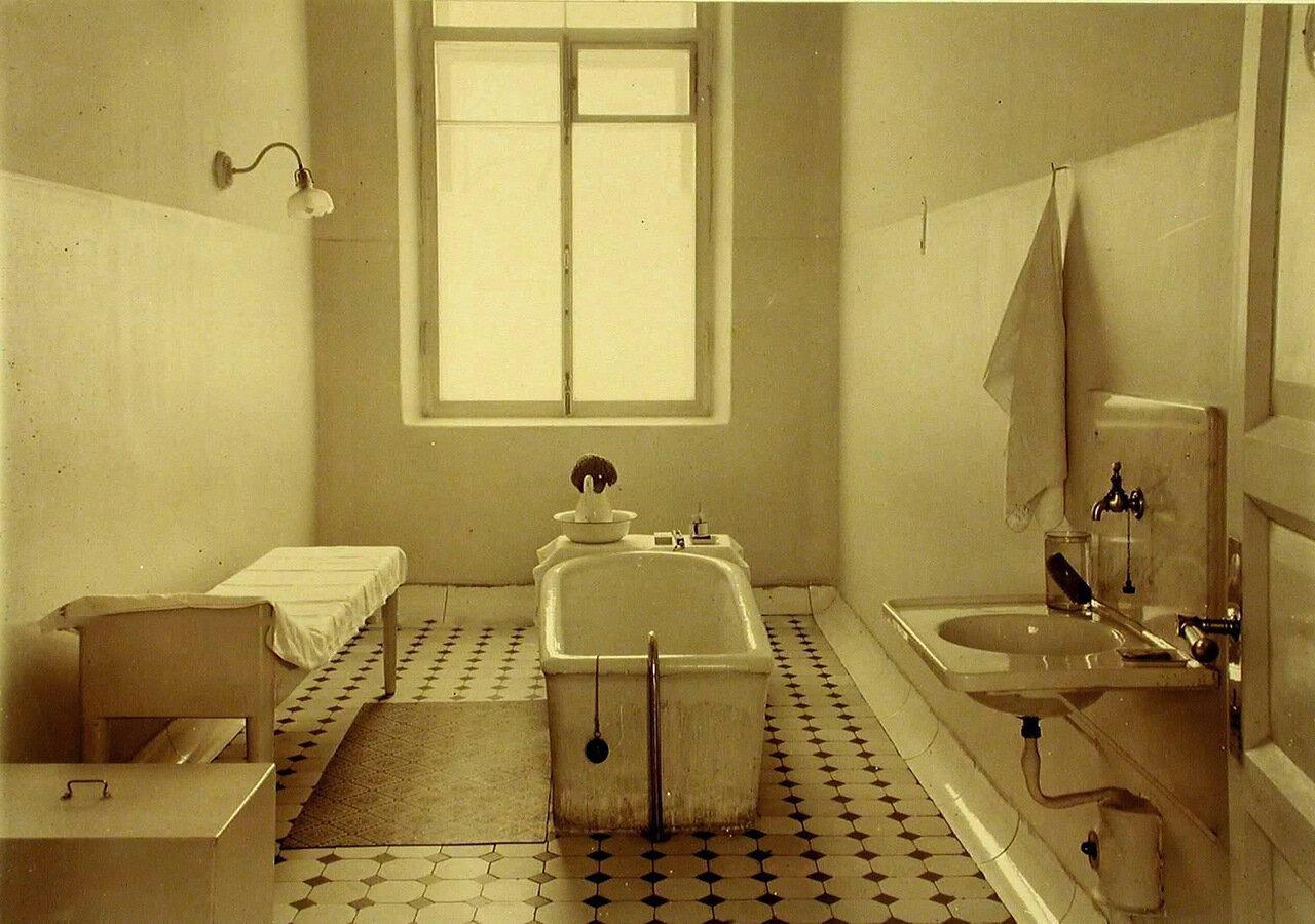 13. Ванная комната в больнице общины