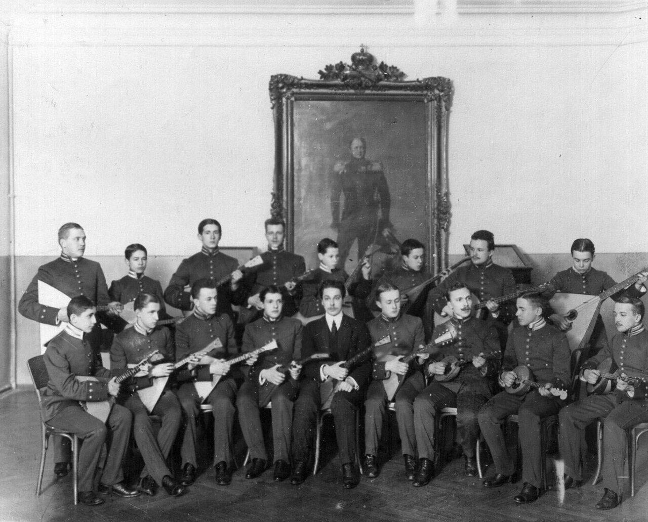18. Группа лицеистов, занимающихся в музыкальном кружке