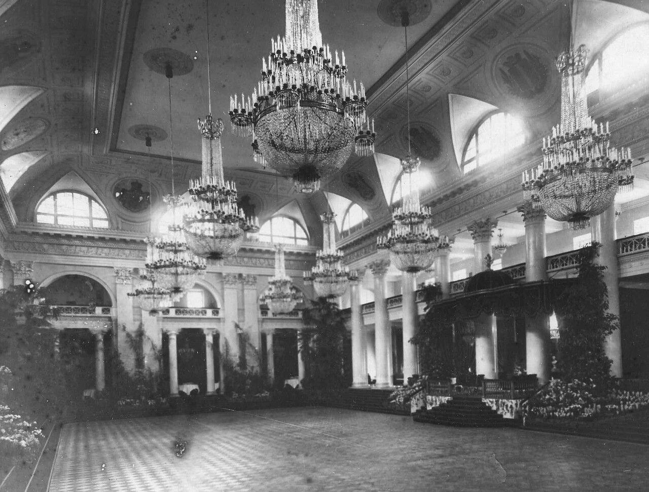 13. Часть зала Дворянского собрания. 1914