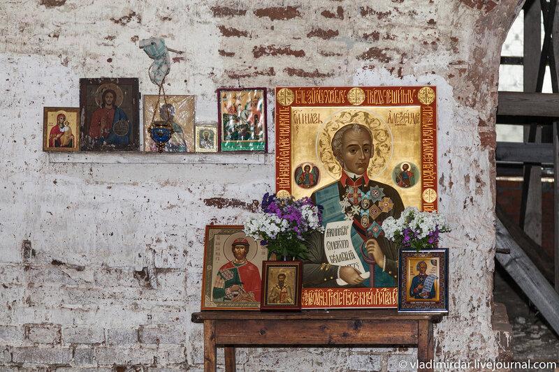 Походный иконостас в церкви Василия Великого