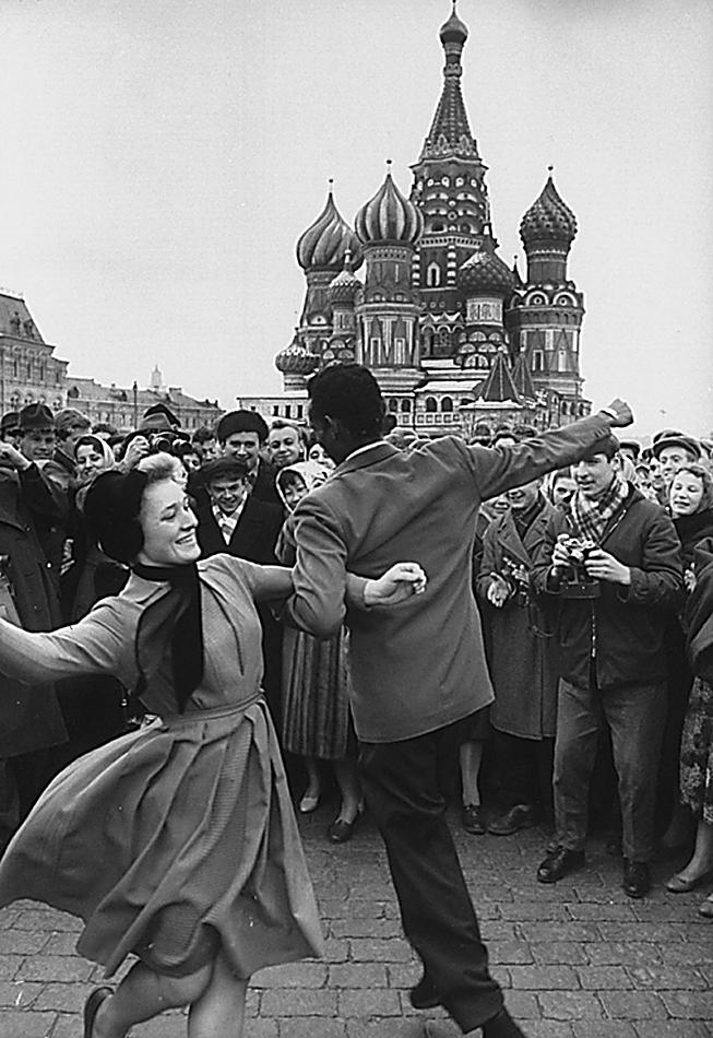 15апреля 1961 года, суббота, на Красной Площади народ празднует полёт Гагарина