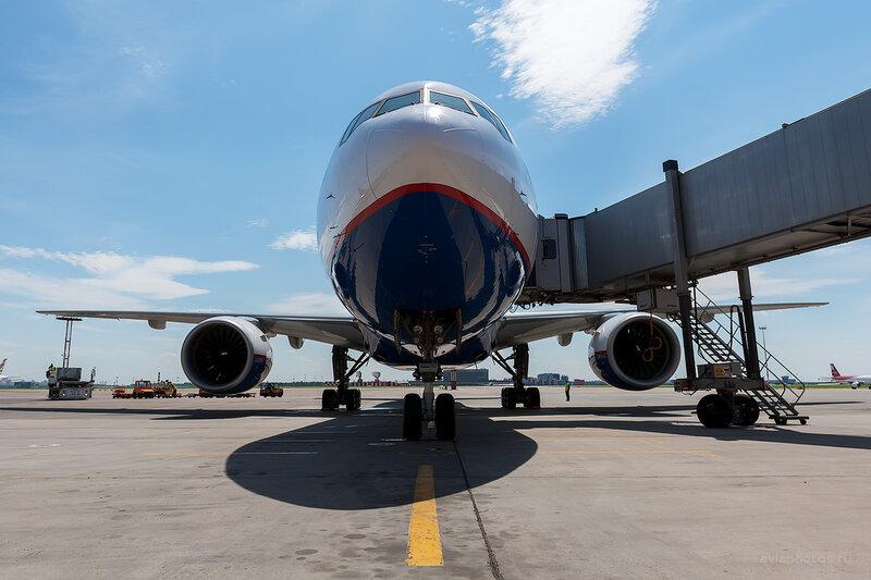 Boeing 777-2Q8/ER (VP-BLA) Orenair D709920