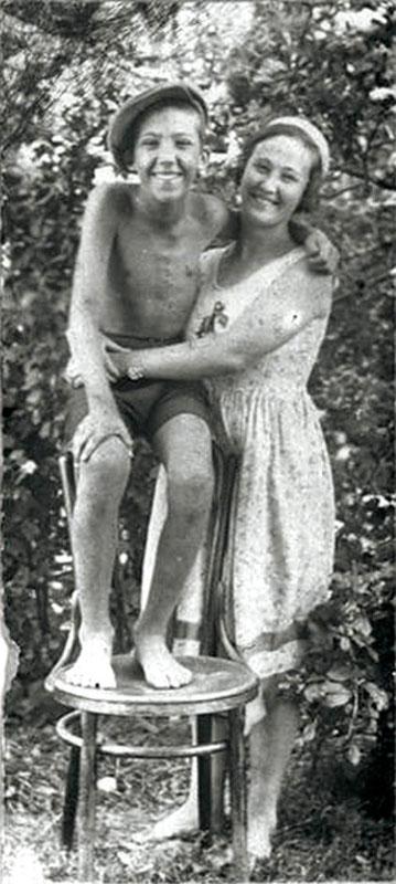 1016 Юра Никулин с мамой Лидией Ивановной.jpg