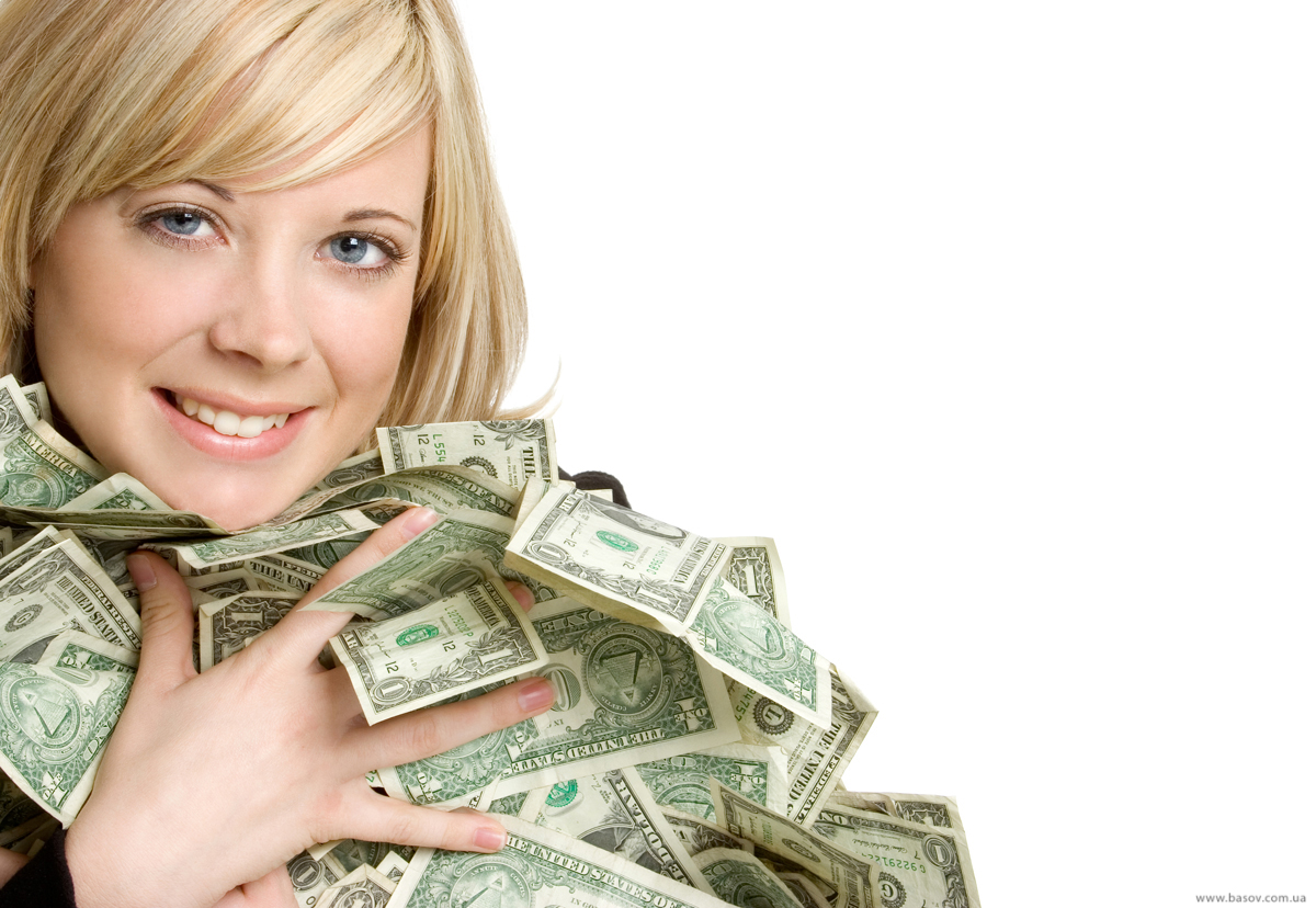 девушка с деньгами в руках