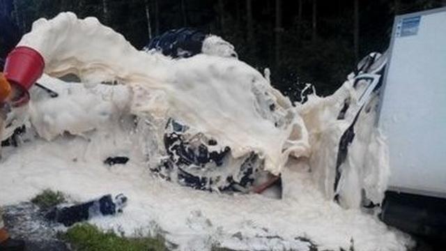 Спасатели дважды предотвратили возгорание топлива в результате ДТП
