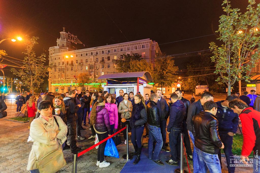 Фоторепортаж: Старт продаж iPhone 6 в Ростове-на-Дону