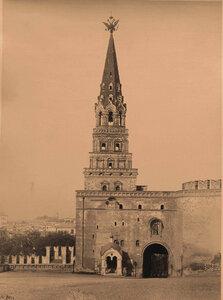 Вид Боровицкой башни Кремля (построена в 1490 г.итальянским архитектором Пьетро Антонио Солари). Москва г.